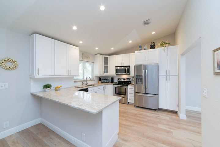 Cathedral ceiling, wood floors,off white granite counters,stainless appliances..open concept