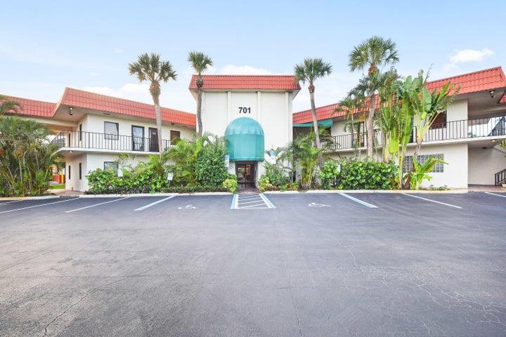 701 Northlake Boulevard, North Palm Beach, FL 33408