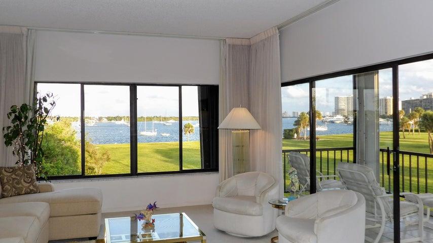 1660 Twelve Oaks Way 301, North Palm Beach, FL 33408