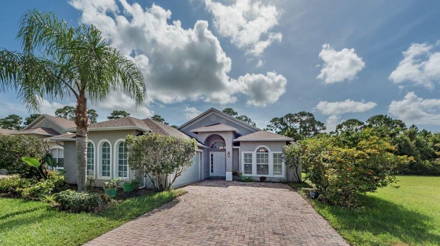 1560 16th Court SW, Vero Beach, FL 32962