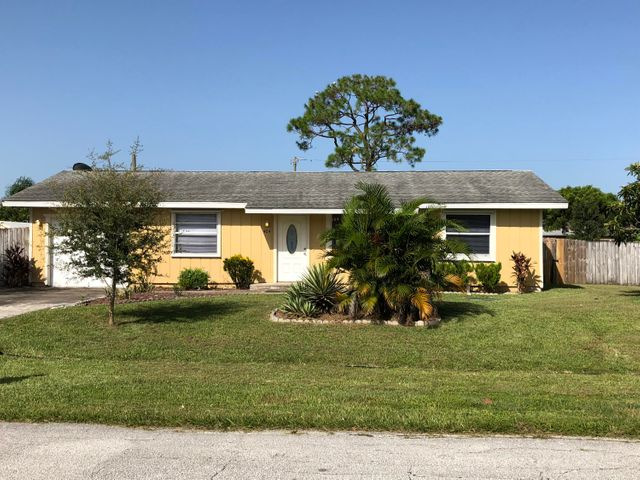 424 NW Ravenswood Lane, Port Saint Lucie, FL 34983