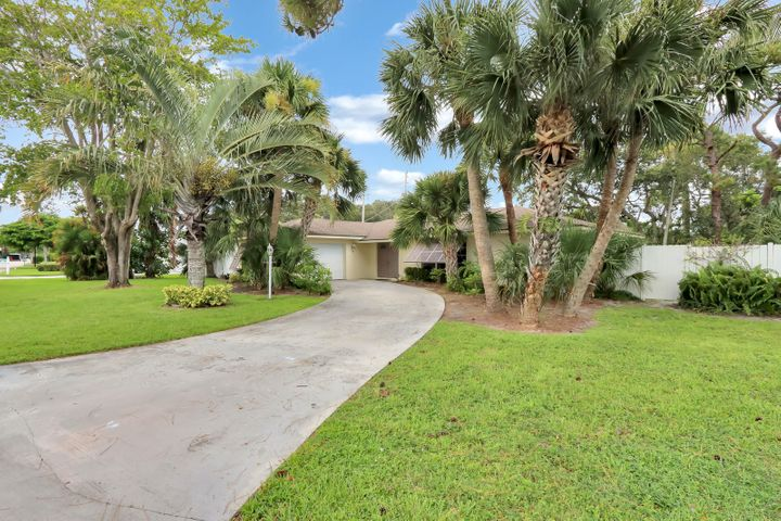 574 N Dover Road, Tequesta, FL 33469