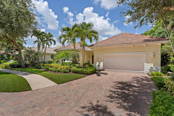 105 Chasewood Circle, Palm Beach Gardens, FL 33418