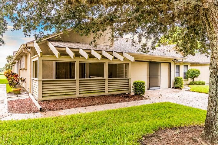 5870 SE Franklin Place, Hobe Sound, FL 33455