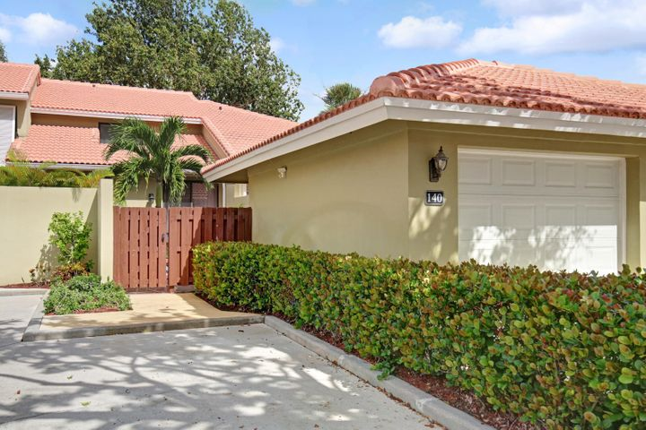 140 Old Meadow Way, Palm Beach Gardens, FL 33418