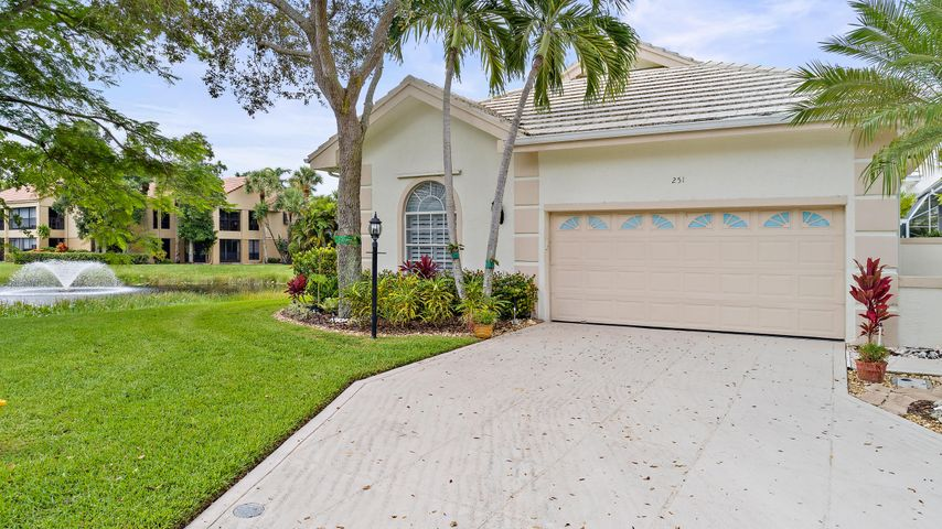 251 Canterbury Circle, Palm Beach Gardens, FL 33418