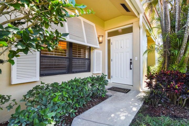 273 Old Meadow Way, Palm Beach Gardens, FL 33418