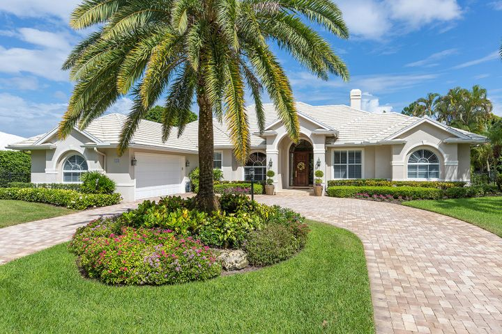 Directly on Pine Tree CC golf course with pool