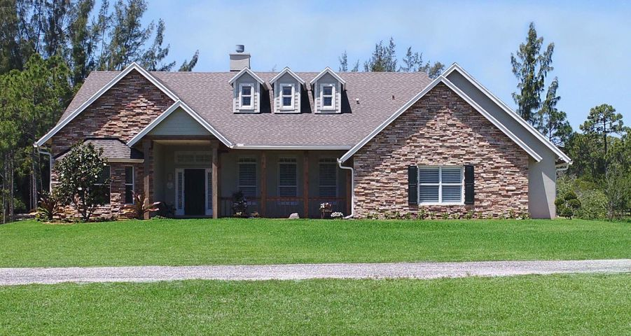 Gracious Country Equestrian Home minutes from shopping in Gated Community!