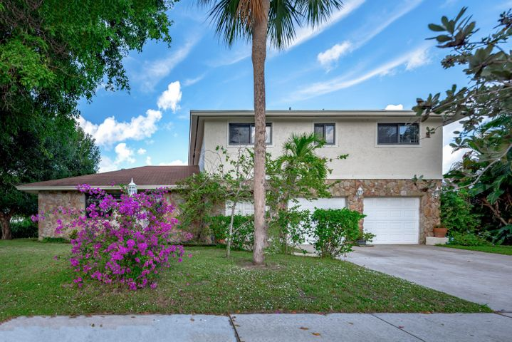 221 N Country Club Boulevard, Boca Raton, FL 33487