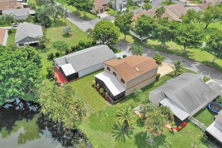 11 E Chesterfield Drive, Boynton Beach, FL 33426