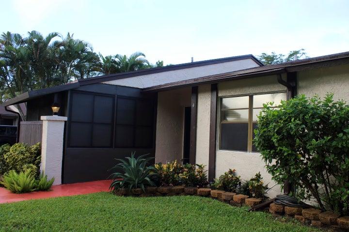 4 S Mahoris Drive, Royal Palm Beach, FL 33411