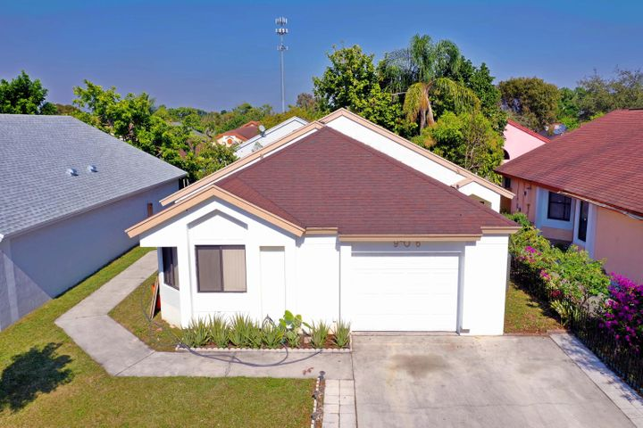 906 Magnolia Avenue, North Lauderdale, FL 33068