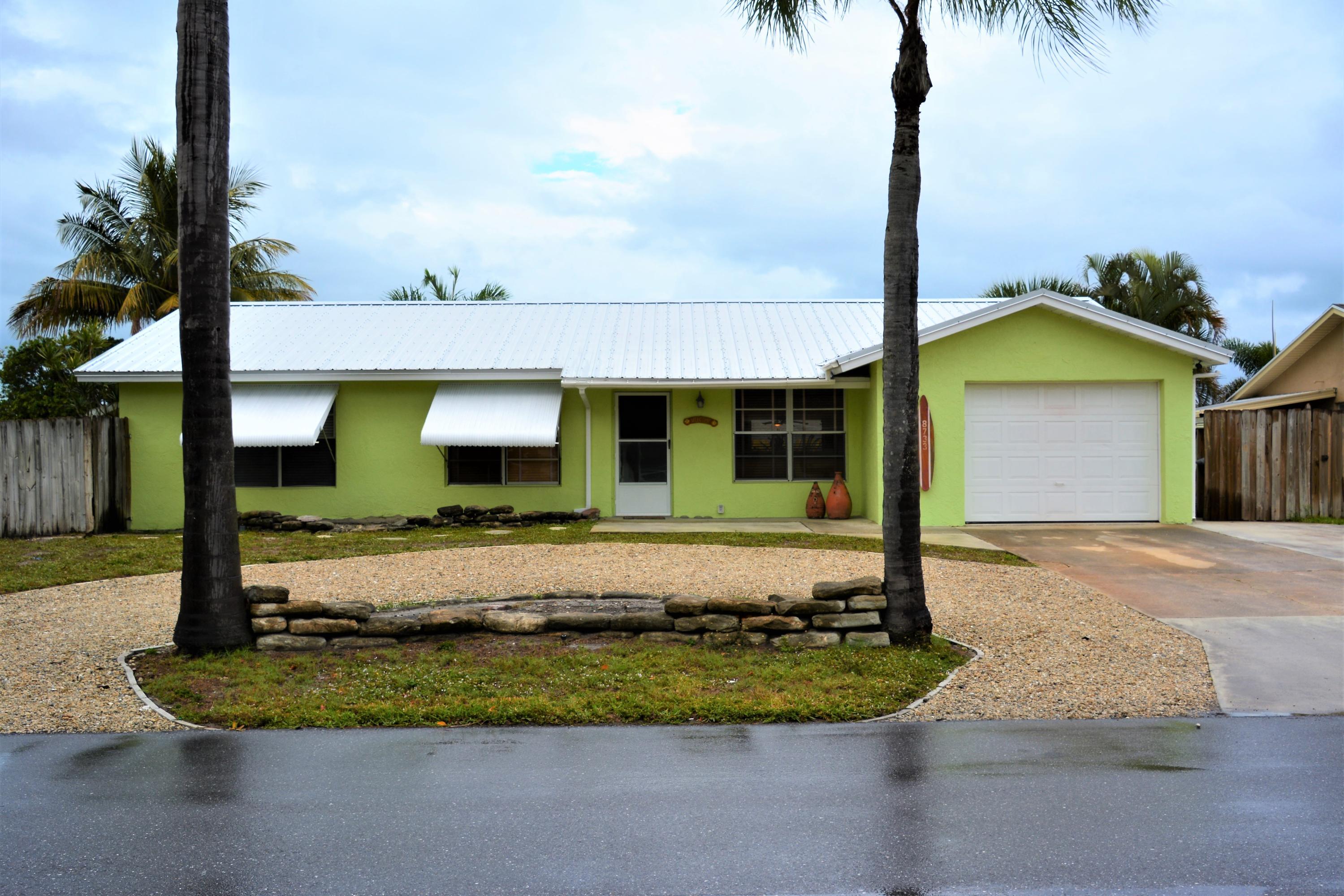 8733 SE Sandridge Avenue, Hobe Sound, FL 33455