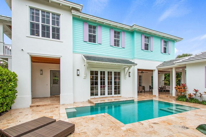 What a Florida home - in pastel perfect colors! Perfect spot for getting some splash or some sun!