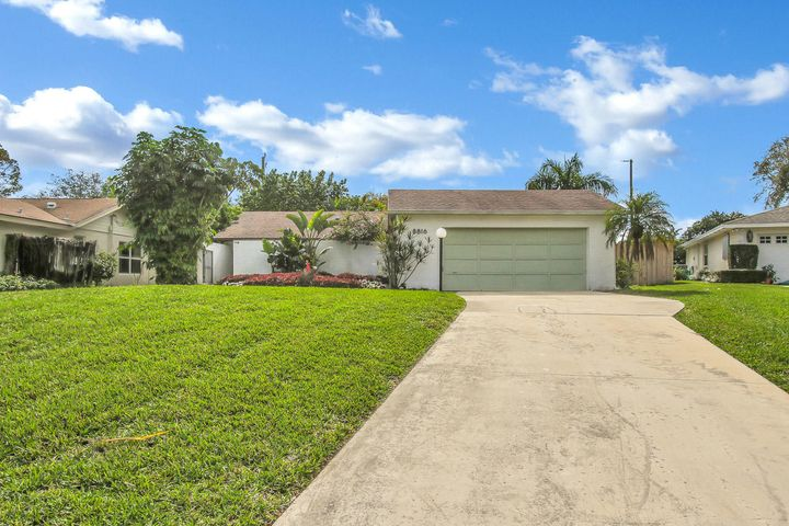 8816 SE Bahama Circle, Hobe Sound, FL 33455