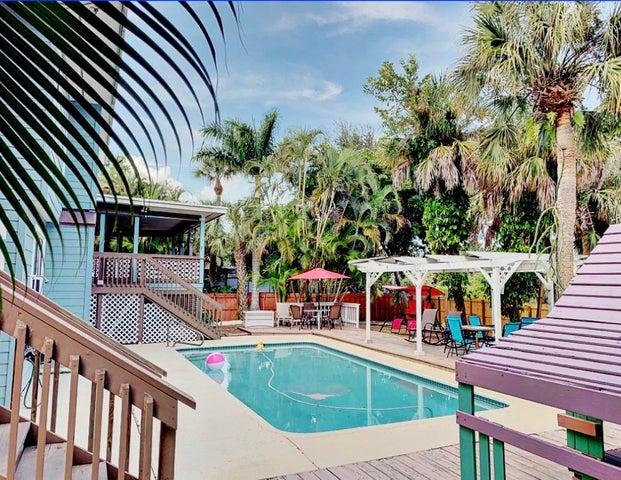 Pool & Fenced Yard