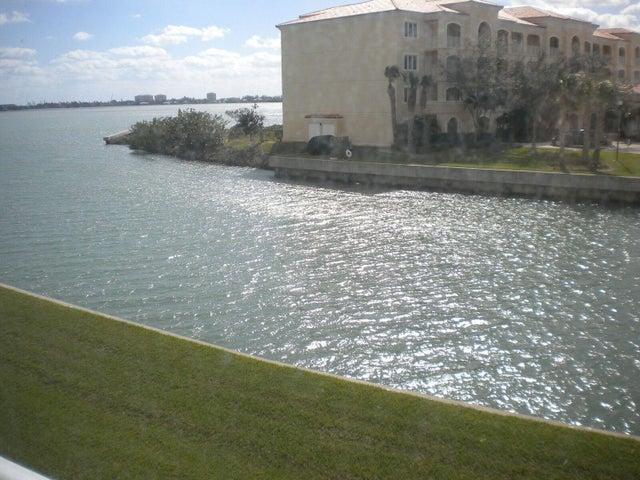 5 Harbour Isle Drive E, 203, Hutchinson Island, FL 34949