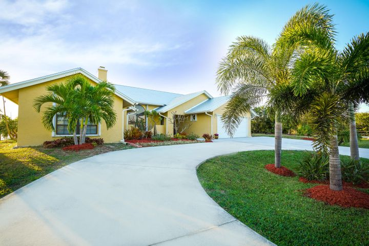 137 Queens Road, Hutchinson Island, FL 34949