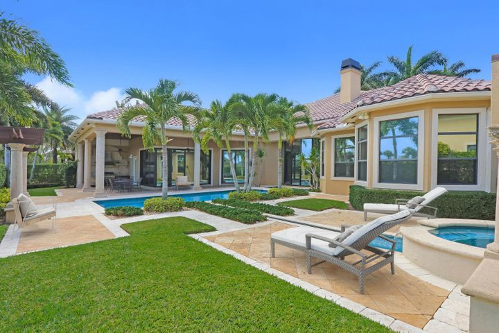 Luxurious Oasis w/ Custom Pool
