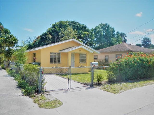 909 SE Nassau Avenue, Stuart, FL 34994