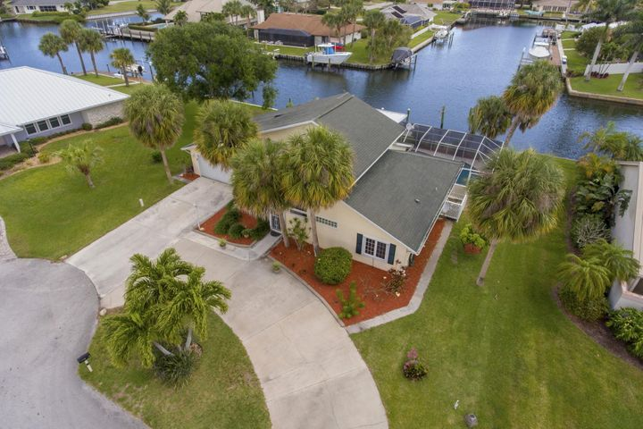 126 Queen Bess Court, Hutchinson Island, FL 34949