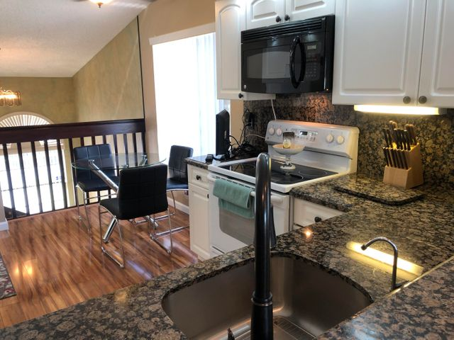 Exquisite renovated kitchen, bath and entire home!