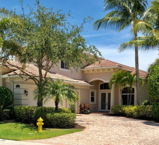 GOLF RENTAL (not available December 1, 2019 - March 31, 2020.)Mirasol Country Club offer Golf, Tennis, State of the Art Fitness Center, Spa and Children's facility. Gorgeous 4 bedroom FURNISHED home.4 Bedrooms, 3 1/2 Baths, Large office, Heated Pool & Spa.  Fully equipped kitchen.  Very private.Easy to show.