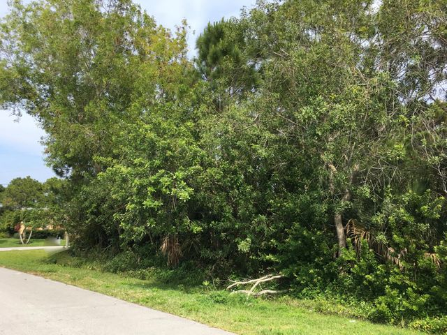 2802 SE Rawlings Road, Port Saint Lucie, FL 34952