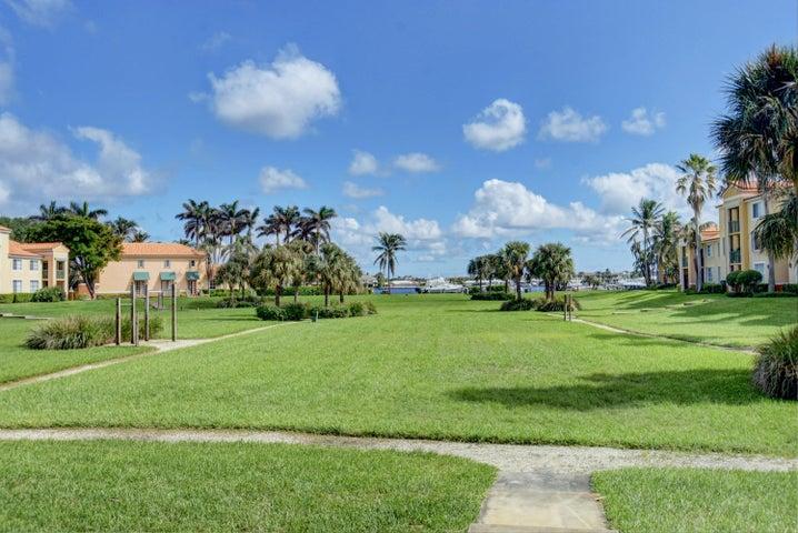 135 Yacht Club Way, 104, Hypoluxo, FL 33462