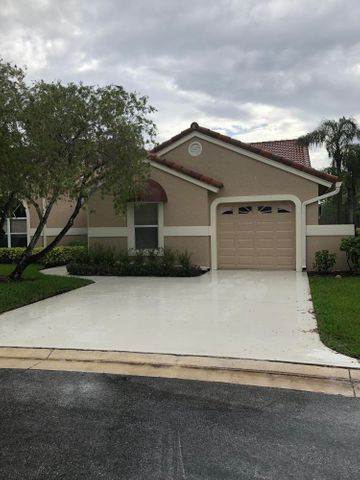 LOVELY HIBISCUS MODEL (LARGEST MODEL) NO STEPS ALL ON ONE FLOOR GRANITE KITCHEN, PLANTATION SHUTTERS, WITH SERENE PRESERVE VIEWS (WATCH THE SUNSETS), COVERED SCREENED PATIO, AVAIL. FOR UP TO 4 MO. FULL GOLF MEMBERSHIP AVAIL.
