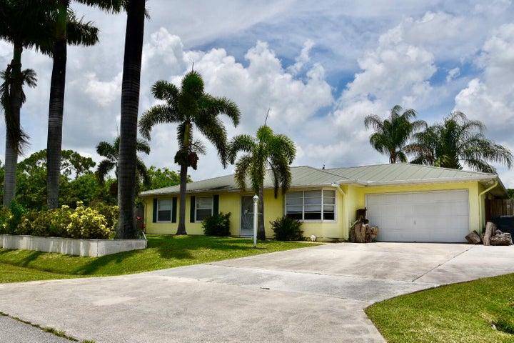 525 SW Buswell Avenue, Port Saint Lucie, FL 34953