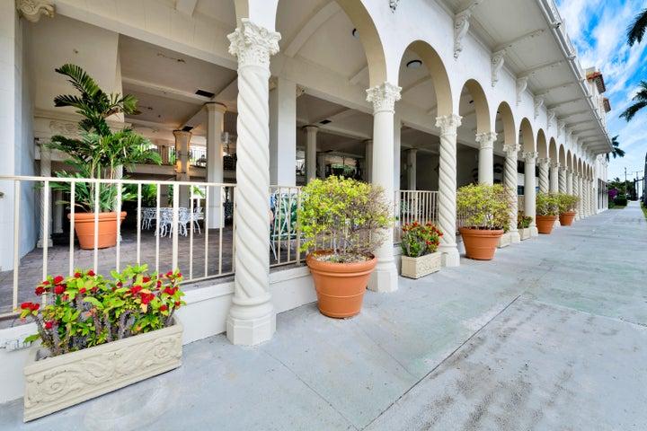235 Sunrise Avenue, 3247, Palm Beach, FL 33480