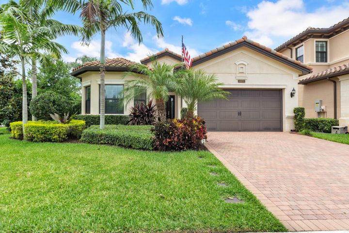 GORGEOUS 3 BEDROOM HOME PLUS OFFICE OR OPTIONAL TO A 4th BEDROOM. 3 FULL BATHS. BIG CORNER LOT, VERY PRIVATE, BEAUTIFUL POOL. CLOSE TO GREAT SCHOOLS.AMAZING CLUBHOUSE INCLUDING GYM, INDOOR BASKETBALL COURT, PLAYROOM, PLAYGROUND, POOL, 8 TENNIS COURTS. MUST SEE IT!!!!!