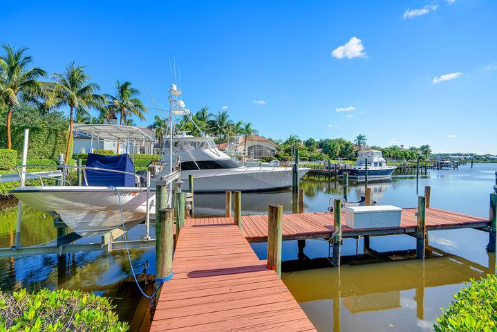 Over 110' of Waterfront Frontage.  Build or renovate the home of your dreams on this waterfront lot in the prestigious Admirals Cove.  Spend countless hours enjoying the over 5 miles of navigable waterways just minutes from the Intracoastal and Atlantic Ocean.  This location is centrally located within the gates of Admirals Cove, walk or ride to The Club and all it's award winning facilities...45 holes of championship golf, state of the art gym, marina for large yachts, remodeled dining rooms, 32 guest suites and much, much more.