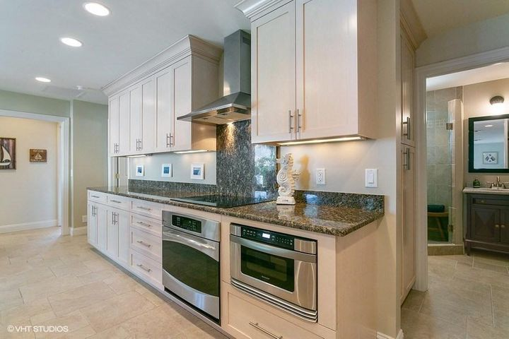 04_1211GulfstreamWay_177001_Kitchen_LowR