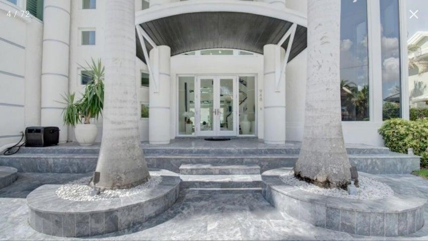 948 Evergreen Drive, Delray Beach, FL 33483