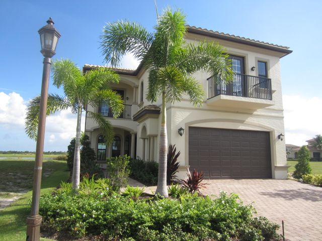 673 SE Fascino Circle, Port Saint Lucie, FL 34984