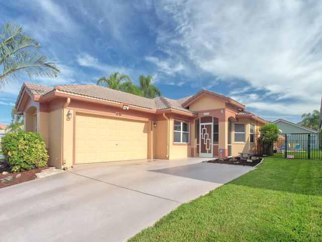 ASTONISHING 3/2 ONE- STORY CUL-DE-SAC,VERY LARGE,FENCED & PRIVATE LOT!OVERSIZED 16'x 32' POOL DECK AREA W/ HUGE SCREENED-IN & ROOFED PATIO 1A.GREAT ENTERTAINING AREA!BEAUTIFULLY MAINTAINED & PRIDE-OF-OWNERSHIP HOME FEATURING:NEW SALT WATER POOL SYSTEM INSTALLED IN AUGUST OF 2018 BEING SERVICED WEEKLY  & NEW PUMP IN 2017!GRADUAL GRADE BABY SAFETY FENCE & MULTI LED LIGHTING!NEWER STOVE,DISHWASHER,REFRIGERATOR,DRYER & NEW GRANITE  KITCHEN IN 2014,NEW HOT WATER HEATHER IN AUGUST 2015 & SCREENED-IN FRONT PORCH IN NOVEMBER OF 2013 & A/C IN 2007.OPEN FLOOR PLAN,LARGE EAT-IN KITCHEN,TILED FLOORING IN ALL LIVING AREAS,WOOD FLOORING IN ALL BEDROOMS,GREAT MASTER BEDROOM W/ TWO WALK-IN CLOSETS,VOLUME CEILINGS,HURRICANE SHUTTERS!LOW HOA FEES INCLUDES HOTWIRE CABLE,INTERNET & ALL AMENITIES! A+ Schools