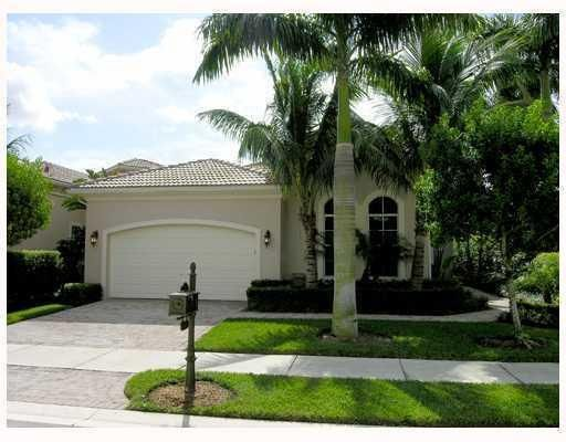 This home offers what most people desire in Florida living with an open floor plan and desirable South East exposure.  Great forentertaining!The entire home is being painted..SPORTS MEMBERtSHIP AVAILABLE with Limited Golf