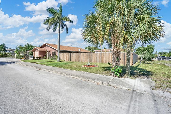 1526 S N Street, Lake Worth, FL 33460