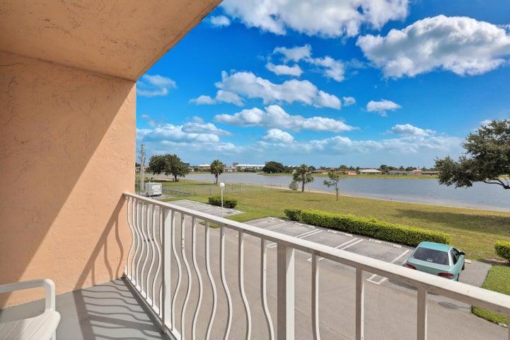 470 Executive Center Drive, 2 C, West Palm Beach, FL 33401