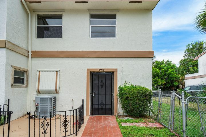 003-7901SW9thSt-NorthLauderdale-FL-small