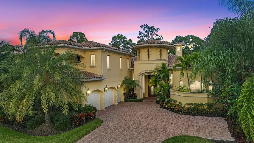 130 Via Quantera, Palm Beach Gardens, FL 33418