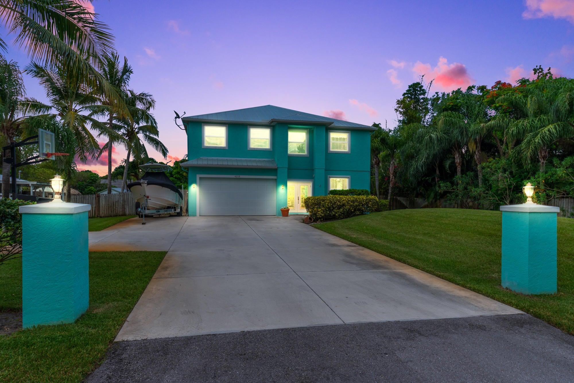 4210 SE Robert Loop Road, Stuart, FL 34997