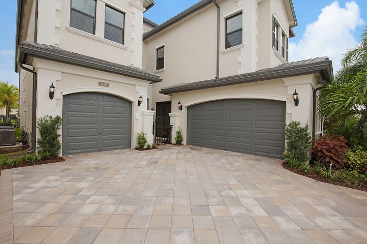 A rare opportunity to own a brand new never lived in Anabelle! This exquisite lakefront home has $226,000 in upgrades, designed with beautiful finishes and an elegant color palette. This luxurious home boasts 5 bedrooms, 6 full bathrooms, a massive club room, dining room, gourmet kitchen, family room and an enormous loft. The living room has 23 foot high ceilings, is drenched with natural sunlight coming in from the wall of windows and a wet bar. The chef's kitchen has a massive island with a quartz countertop, glass tile backsplash, white shaker cabinets, stacked upper cabinets with glass inserts with an upgraded enhancement package including upper and lower cabinet lighting. All stainless steel appliances including a 5 burner gas range and a stainless steel hood.  The grand master suite has a sitting area, his and her walk-in closets and a spa like bathroom featuring double vanities with quartz countertops, a soaking tub and a glass enclosed shower.  The loft, three additional bedrooms and an upstairs laundry room round out the second floor. A custom heated pool and spa overlooking the lake is surrounded by travertine marble surround.
