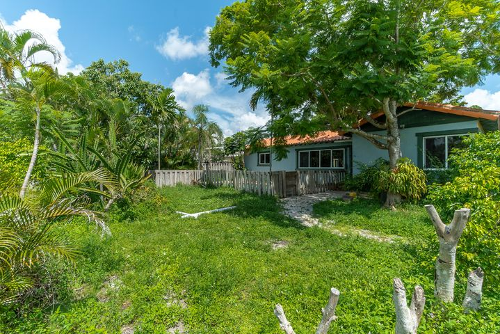 EXCEPTIONAL LOCATION !!!  This house is located walking distance to Atlantic and all it has to offer. Beautiful neighborhood.  House is a 3 beds and 2 baths with a 552 sq. ft guest house and swimming pool.  Come make this fixer upper your own and gain INSTANT EQUITY !  This is a million dollar plus neighborhood !!!