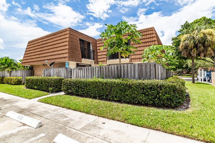 250 Charter Way, West Palm Beach, FL 33407