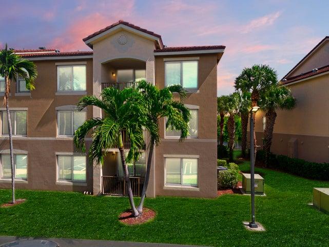 815 Villa Circle, Boynton Beach, FL 33435