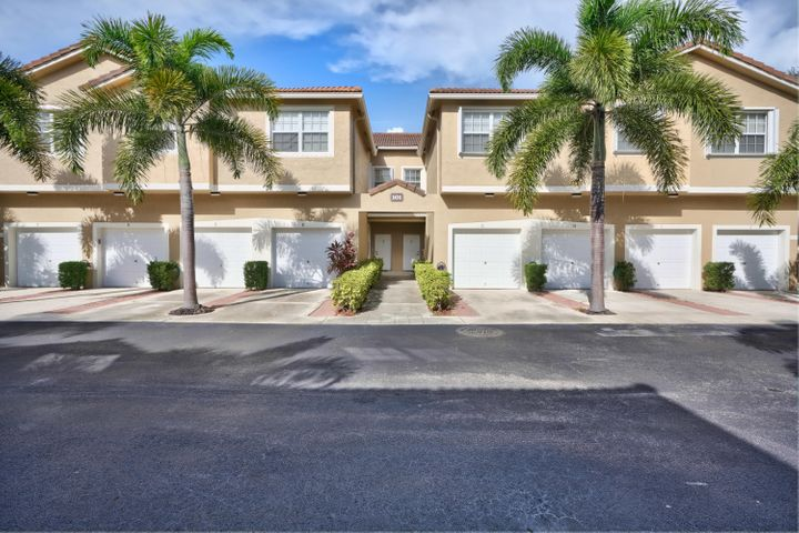 Beautiful townhouse located in highly sought after community Tequesta Trace, neighboring Jupiter and in Jupiter school district. Open and spacious floor plan, recent upgraded kitchen with new cabinets, granite countertop, center island and stainless steel appliances, custom backsplash and abundant cabinetry to solve all of your kitchen storage needs. Kitchen nook for breakfast. 1st fl powder room for guests. Upstairs master bedroom features a custom large walk-in closet.  A/C was replaced in 2016 & water heater in 2019.  Upstairs laundry closet w/ full size washer/ dryer. Community pool and patio area w/ covered cabana and playground.  Walking dist to Restaurants and Shops. Mins by car or bicycle to Jupiter Island Beach, Inlet & lighthouse, Dubois, Carlin, and Jonathan Dickinson Parks.